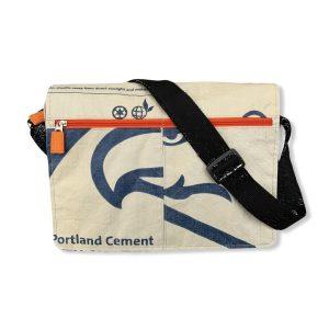 Beadbags Schultasche aus recycelten Zementsackmaterial CR14 Blau vorne