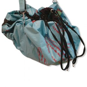 Funktionstasche 2 in 1 aus recycelten Zementsack Stautasche und Liegedecke in einem in weiß   Beadbags