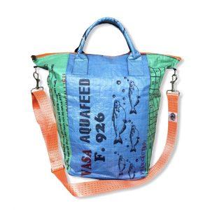 Beadbags Universaltasche _ Wäschesack aus recycelten Reissack mit Tampenjangurt in grün blau vorne