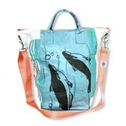 Beadbags Universaltasche _ Wäschesack aus recycelten Reissack mit Tampenjangurt in weiß blau vorne