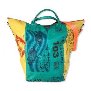 Wäschesack aus recycelten Reissack in grün gelb mit orangenen Tampenjan Gurt   Beadbags