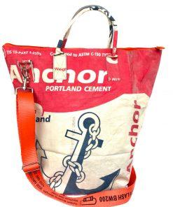 Upcycling Tampenjan Universaltaschen und Wäschesäcke aus recycltem Reissackmaterial und recycelten Spanngurten aus dem Hamburger Hafen 2aa