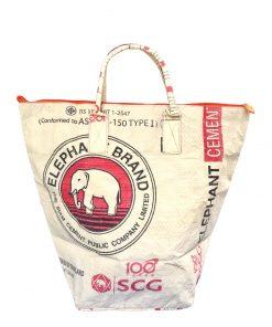 Upycycling Beadbags nachhaltige Tragetasche aus recyceltem Zementsackmaterial gefertigt in Kambodscha 5