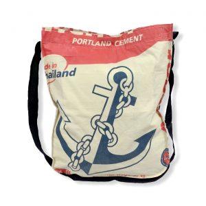 Einkaufstasche mit Schultergurt aus recycelten Zementsack in rot | Beadbags