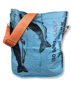 Einkaufstasche aus Reissack in blau mit orangenen Schultergurt