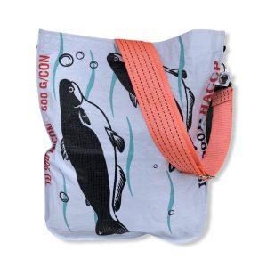 Einkaufstasche aus recycelten Reissack mit Schultergurt aus recycelten Spanngurten in weiß mit orange | Beadbags