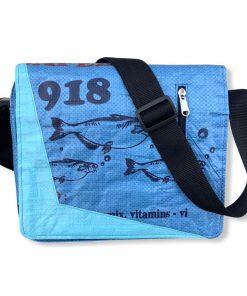 Beadbags Messenger Schultasche Joseph aus recycelten Reissack Ri81 Blau von vorne