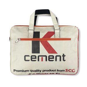 Beadbags Laptoptasche 15,6 Zoll aus recycelten Zementsackmaterial CR13 rot von vorne