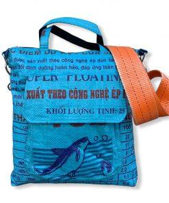 Beadbags Tragetasche aus recycelten Reissack mit Tampenjan Hochseegurt Ri2 vorne mittelblau