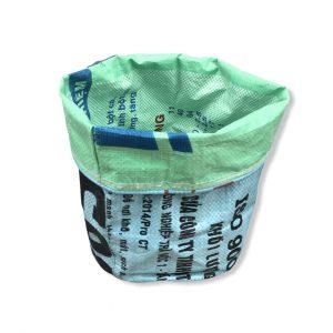 Pflanzenbehälter aus recycelten Reissack in hellblau mint | Beadbags