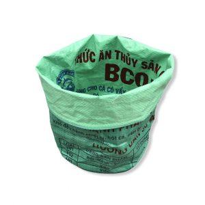 Pflanzenbehälter aus recycelten Reissack in hellgrün mittelgrün | Beadbags