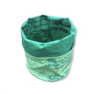 Pflanzenbehälter aus recycelten Reissack in hellgrün dunkelgrün | Beadbags