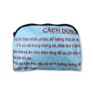Kleine Kosmetiktasche aus recycelten Reissack in hellblau | Beadbags