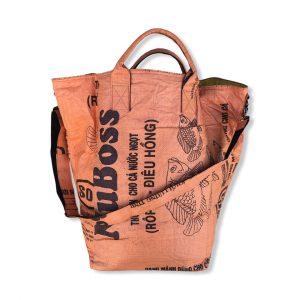 Wäschesack mit Tragegurt aus recycelten Reissack in orange   Beadbags
