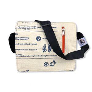 Schultertasche aus recycelten Zementsack von Beadbags in blau   Beadbags