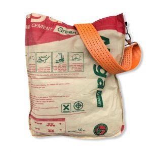 Einkaufstasche aus recycelten Zementsack mit Hafengurt in rot mit orange   Beadbags