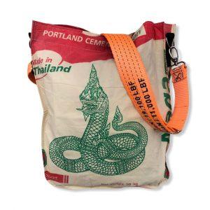 Einkaufstasche aus recycelten Zementsack mit Hafengurt in rot mit orange | Beadbags