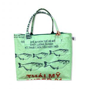 Einkaufstasche aus recycelten Reissack von Beadbags in hellgrün   Beadbags