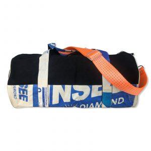 Reise- und Sporttasche aus recycelten Zementsack mit orangenen Schultergurt CRL31 in blau | Beadbags