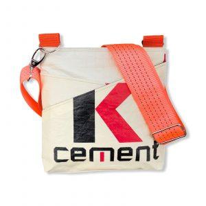 Schultertasche aus recycelten Zementsack mit Hochseehafengurt rot mit orange   Beadbags