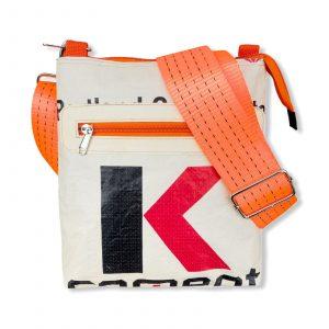Schultertasche aus recycelten Zementsack mit Hochseehafengurt rot mit orange | Beadbags